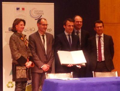 Signature de l'ECV par Emmanuel Macron